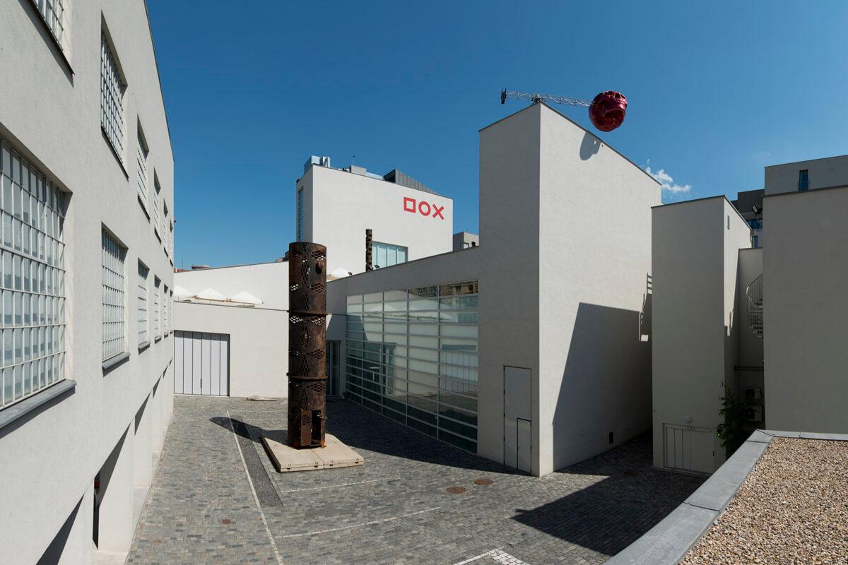www.dox.cz